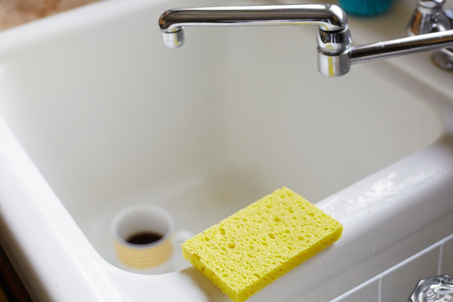 the best way to sanitize your kitchen sponge is not what you think rh pinterest co uk