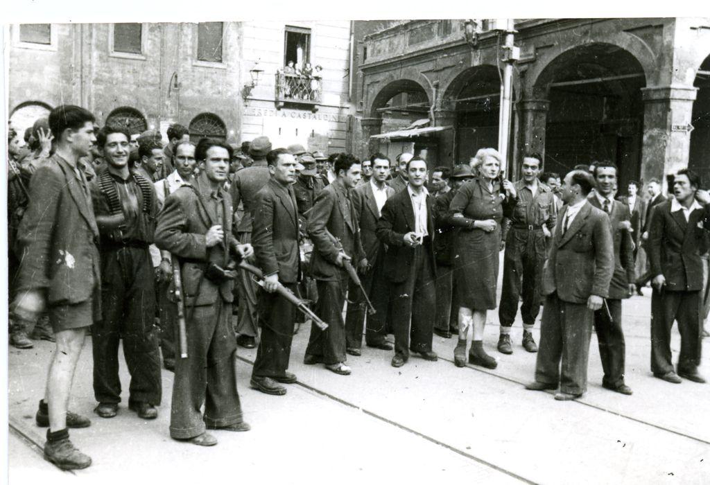 Partigiani in piazza di Porta Ravagnana.