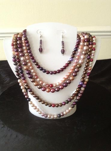 Multi strand multi toned pink necklace
