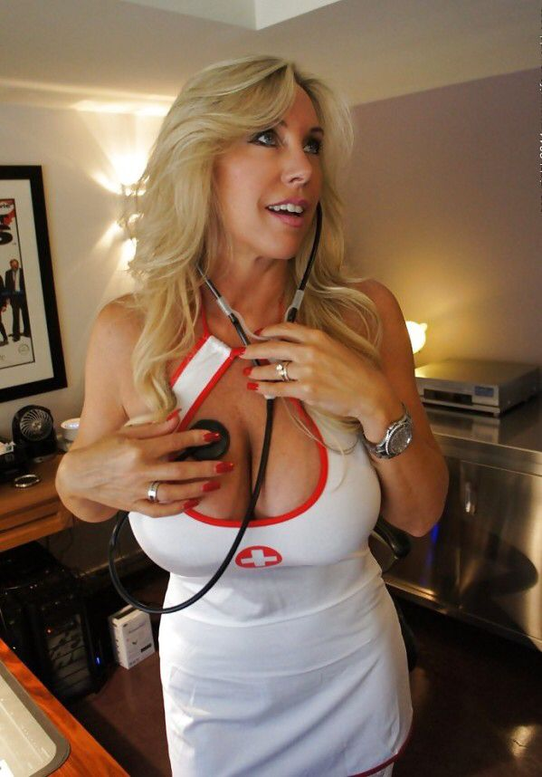 GEEKY MILFS AND MATURES MIX