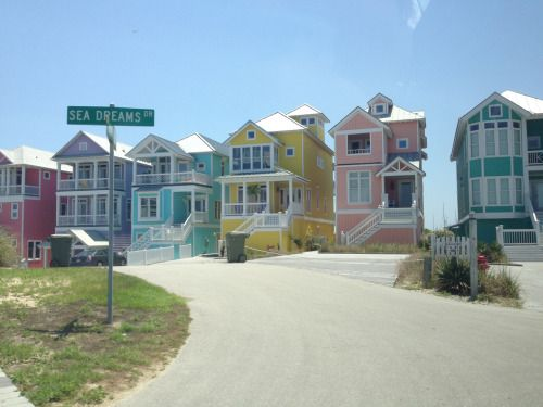 these houses are so pretty b e a c h pastel house sea dream rh pinterest com