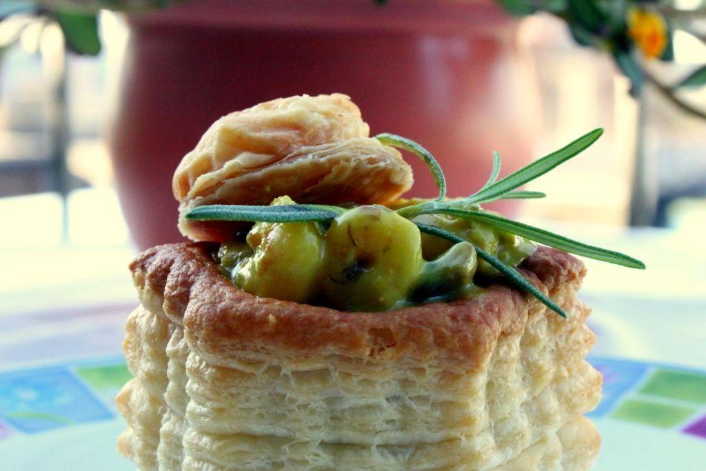Vol-au-vent with shrimp curry
