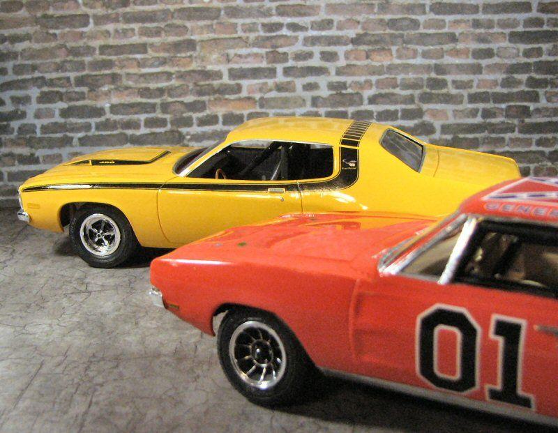 general lee and daisy duke 74 road runner scale models dukes rh pinterest com