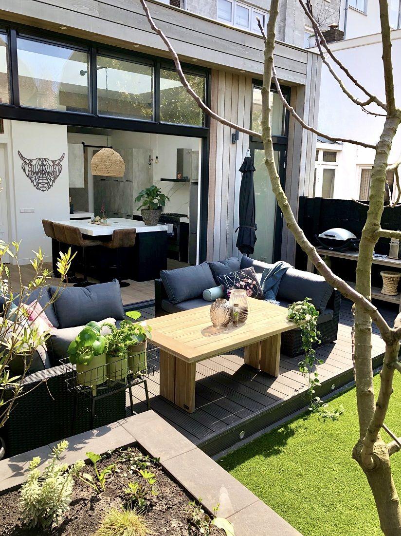 Kleine Terrasse Im Sommer Optisch Vergrossern Mit Der Richtigen Planung Der Gartenmobeln Holen Sie Alles Aus Dem Ga Garten Design Gartengestaltung Aussenterasse