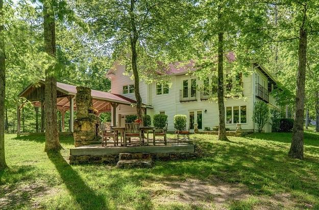 A Farmhouse In Leipers Fork, Tennessee. Raised PatioUsa ...