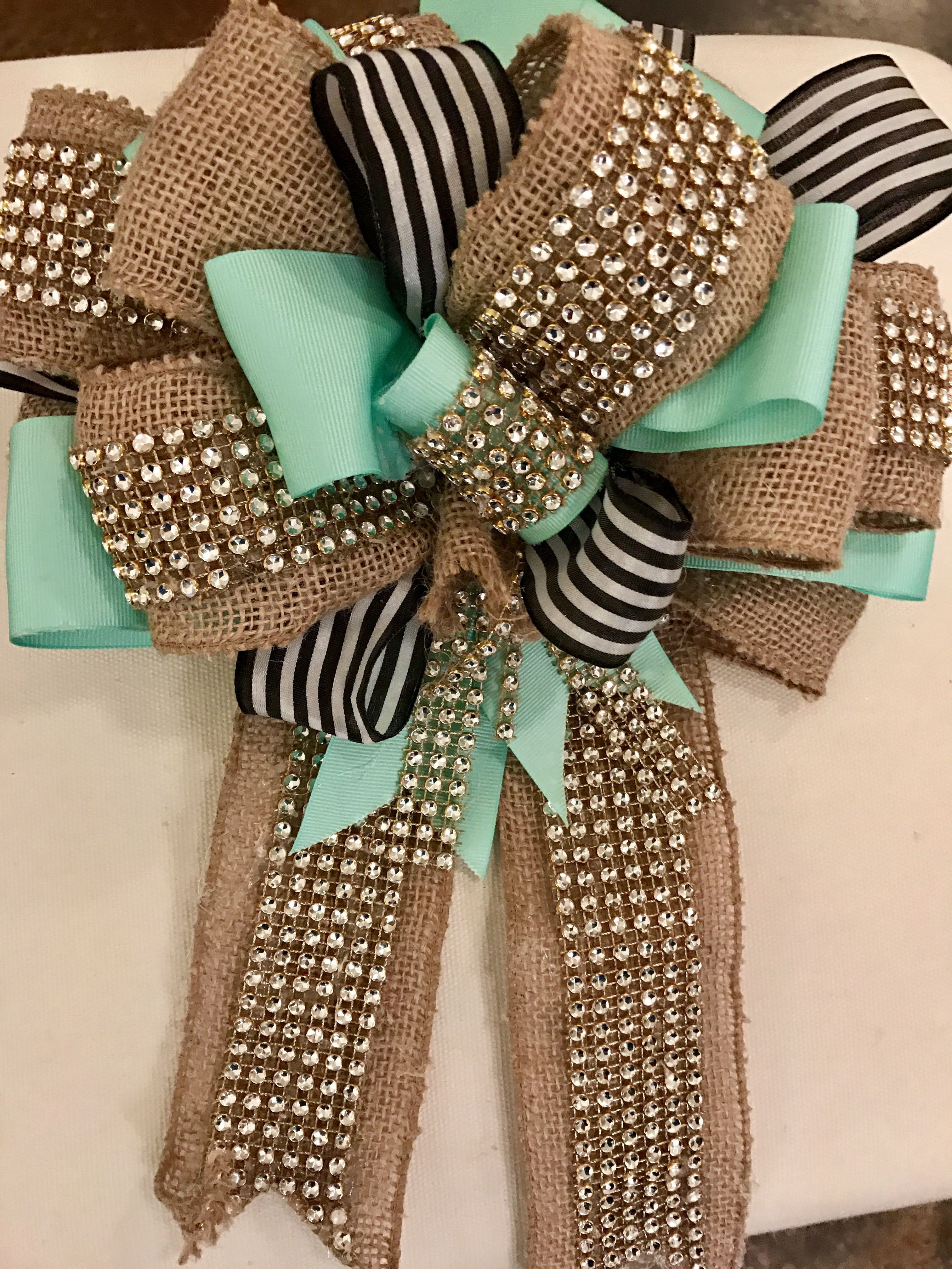 DIY burlap ribbon bow Rustic Decor Burlap christmas