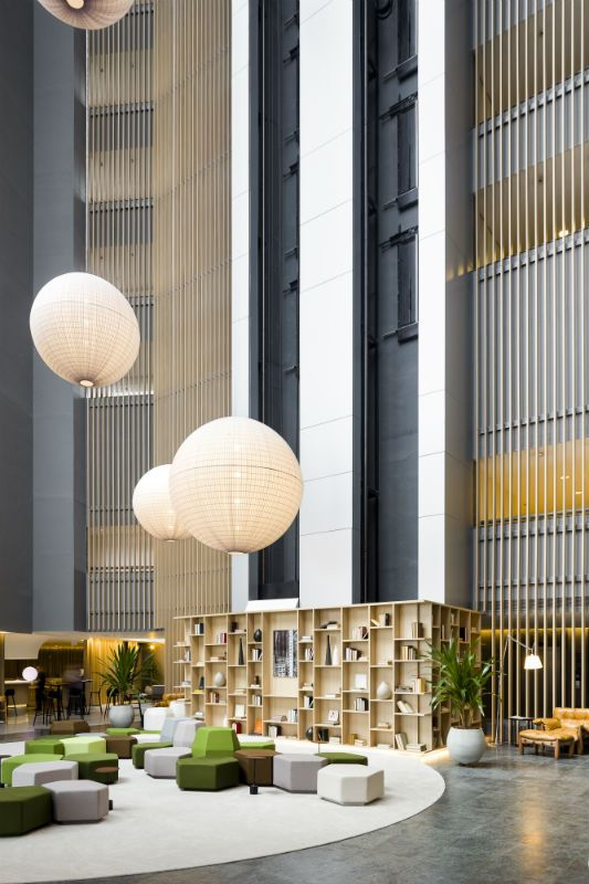 Triptyque architecture hotel pullman guarulhos sp for Hotel foyer decor