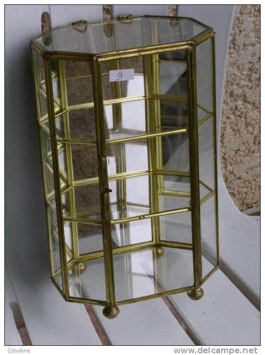 vitrine pour miniature f ves parfums verre et laiton vitrine en verre pinterest. Black Bedroom Furniture Sets. Home Design Ideas