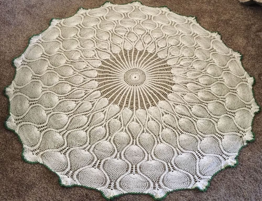 handmade crocheted tablecloth pineapple white green trim very nice rh pinterest co uk