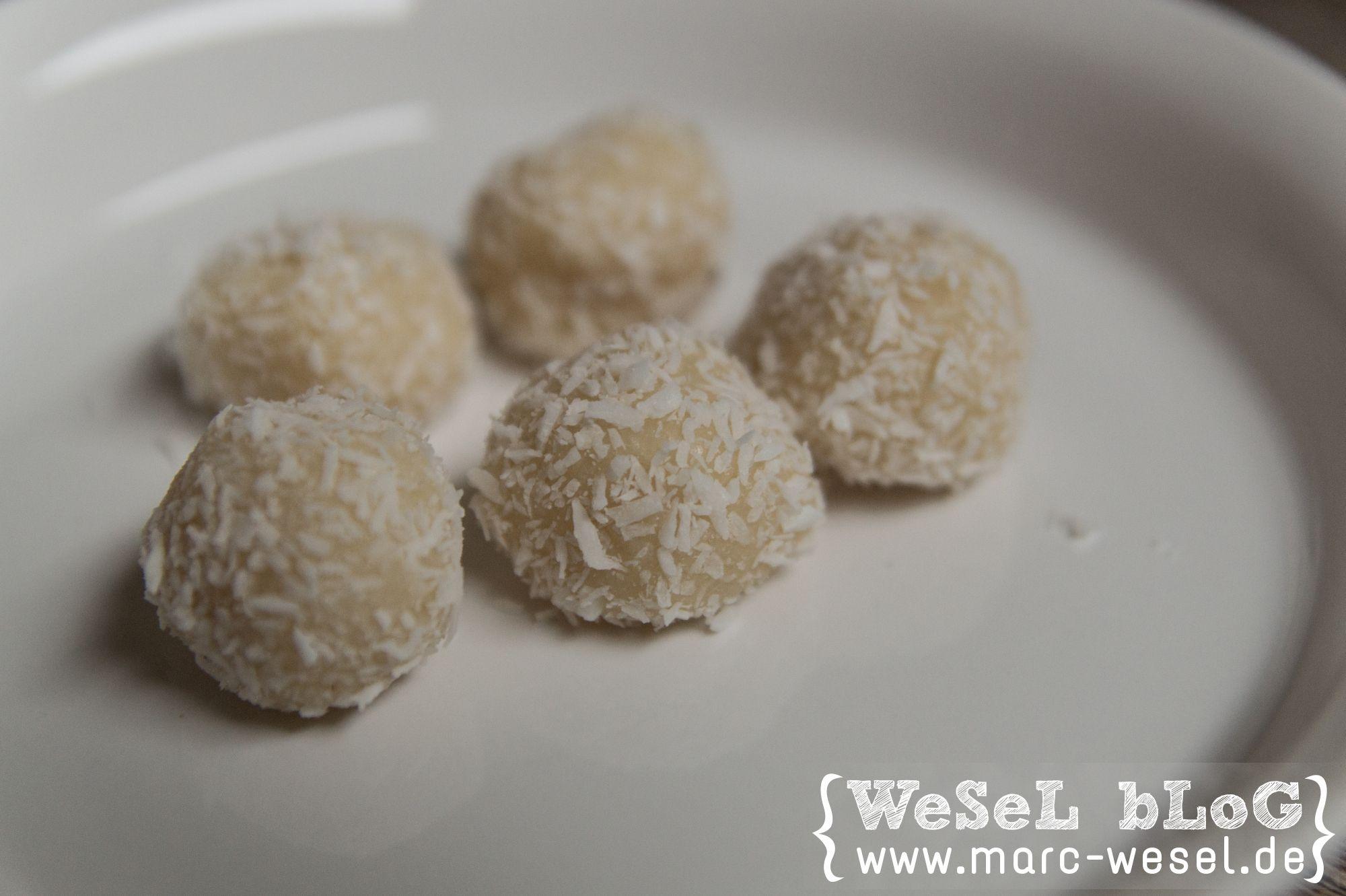 Praline white temptation – home made Rezept für leckere selbst gemachte / homemade Pralinen white temptation. Mit weißer Schokolade und Amaretto.