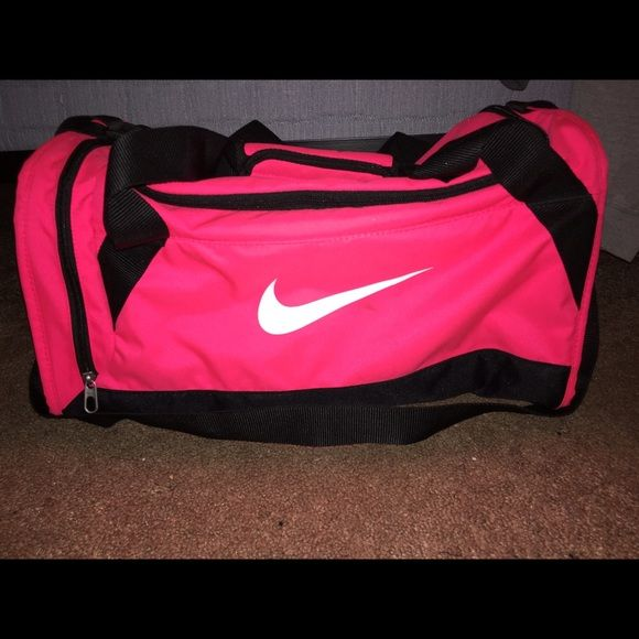 Nike gym bag Hot pink nike gym bag used a couple of times almost brand new Nike  Bags b10032354