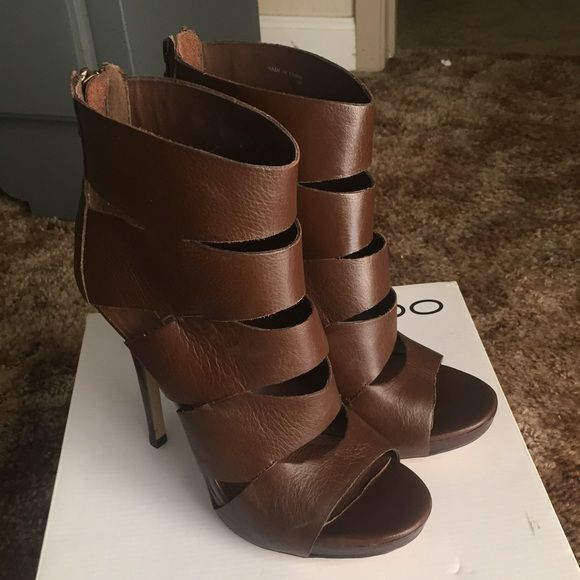 Brown leather Aldo Heels Super cute brown Aldo heels. Never worn only tried on in store! :) size 39 I'm a 8.5 and they fit perfect. Make me an offer ! ALDO Shoes Heels