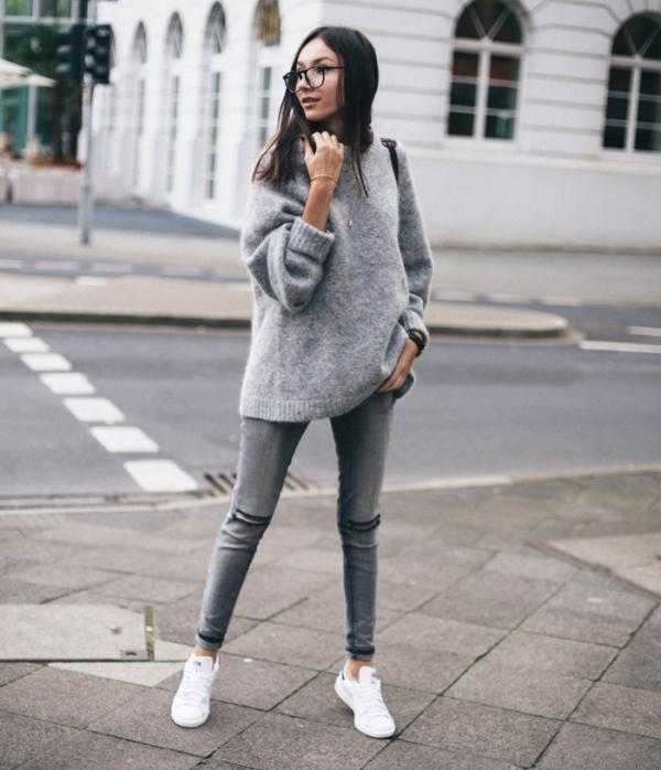 14 Outfits con jeans grises para verte sencilla, elegante y bonita