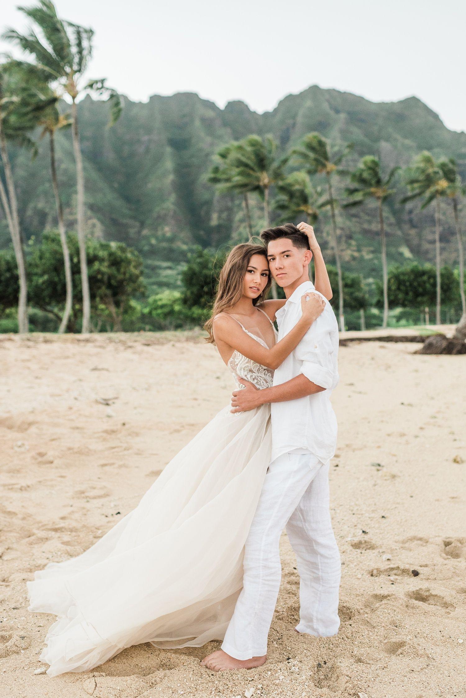 Tropical glamorous couple eloping in Hawaii at Kualoa