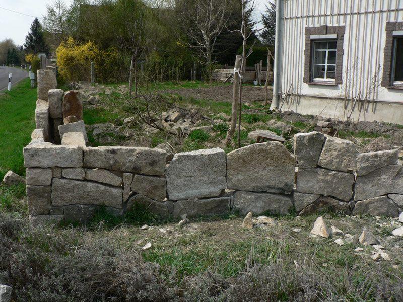 mauer naturstein granit selber bauen 22   pimp my bauernhof, Gartenarbeit ideen