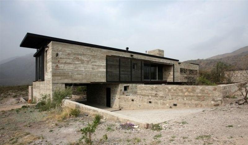 Arquitectura Brutalista, Casa en Villa Cielo - Argentina