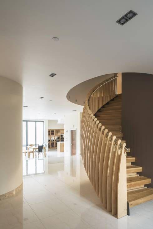 pasillo hall y escaleras de estilo moderno por frost architects ltd