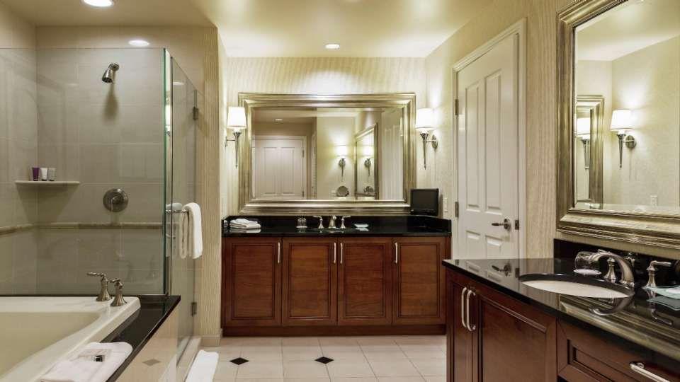 mgm signature one bedroom balcony suite bathroom the door leads to rh pinterest co uk