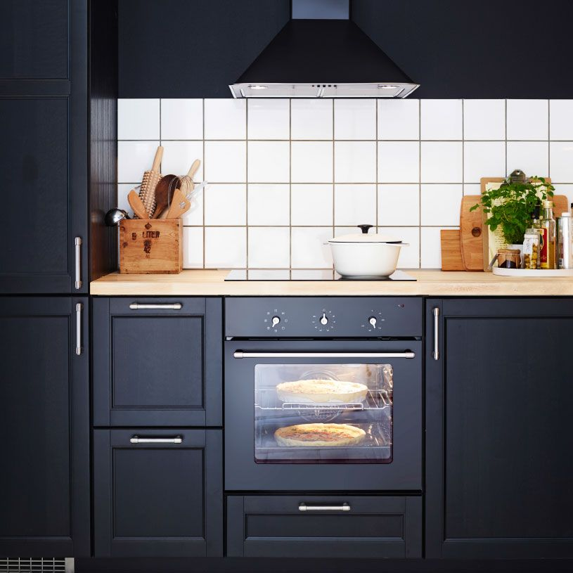 Ikea Kitchen Laxarby: Traditionelt, Mørkt Køkken Med LAXARBY Fronter