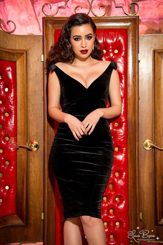 The laura byrnes gilda dress in black velvet beuteeful