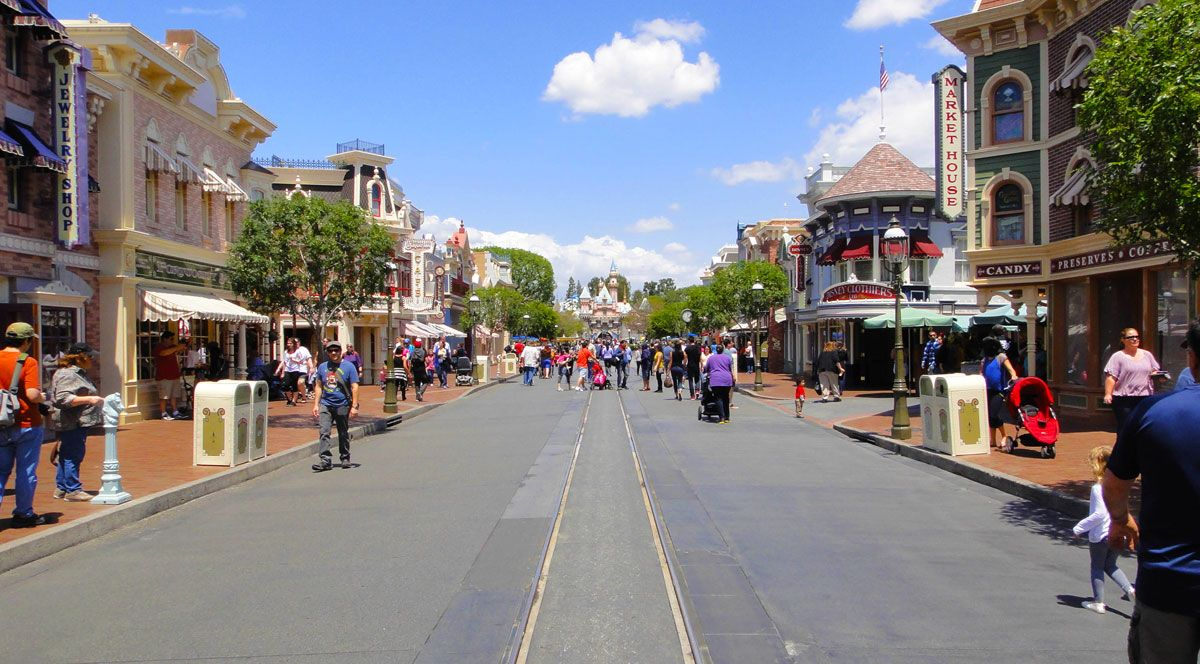 Best Time to Visit Disneyland in 2020 and 2021