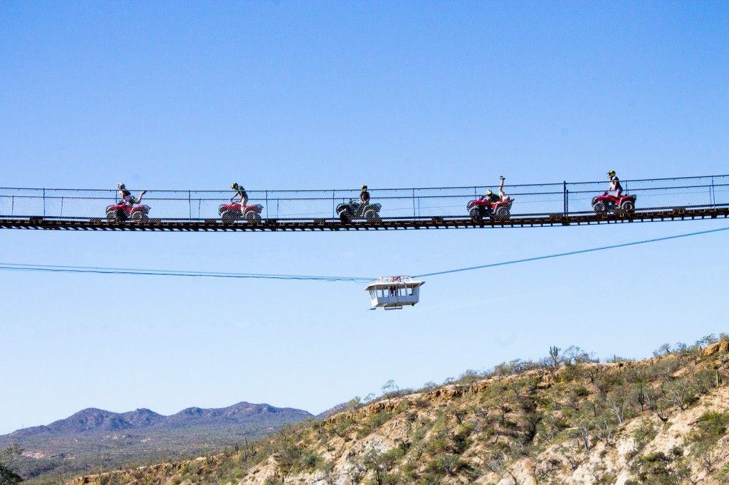 ¡Atrévete a cruzar por el puente colgante más grande del mundo!