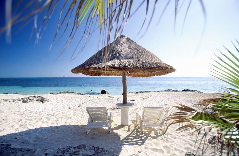 Cancunin aurinkovarjojen alta Meksiko-Guatemala-Belize-kiertomatka saa rentouttavan alun. #Cancun #aurinko