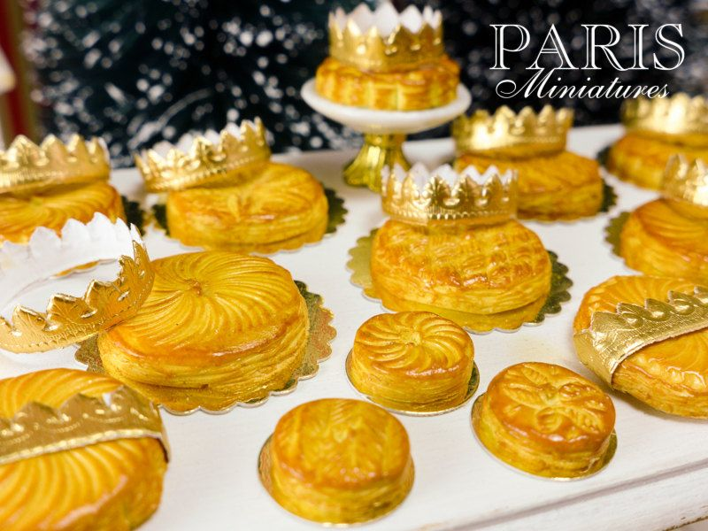 Galette des Rois - French Epiphany Pastry with Crown (H) - Miniature Food in 12th Scale