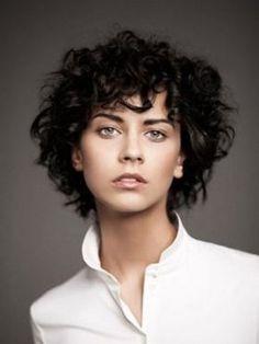 Coiffure bouclée 2015 Hair en 2019 Cheveux courts