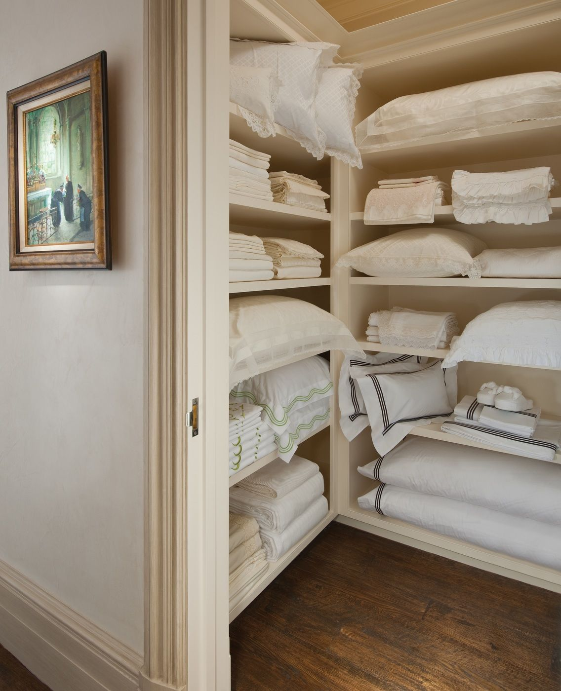 Betty lou phillips beautiful home pinterest armario - Armario ropa blanca ...