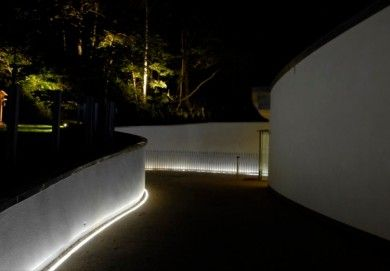 Light washing wall behind frame google search lc team pinterest lights walls and interiors Exterior linear led lighting
