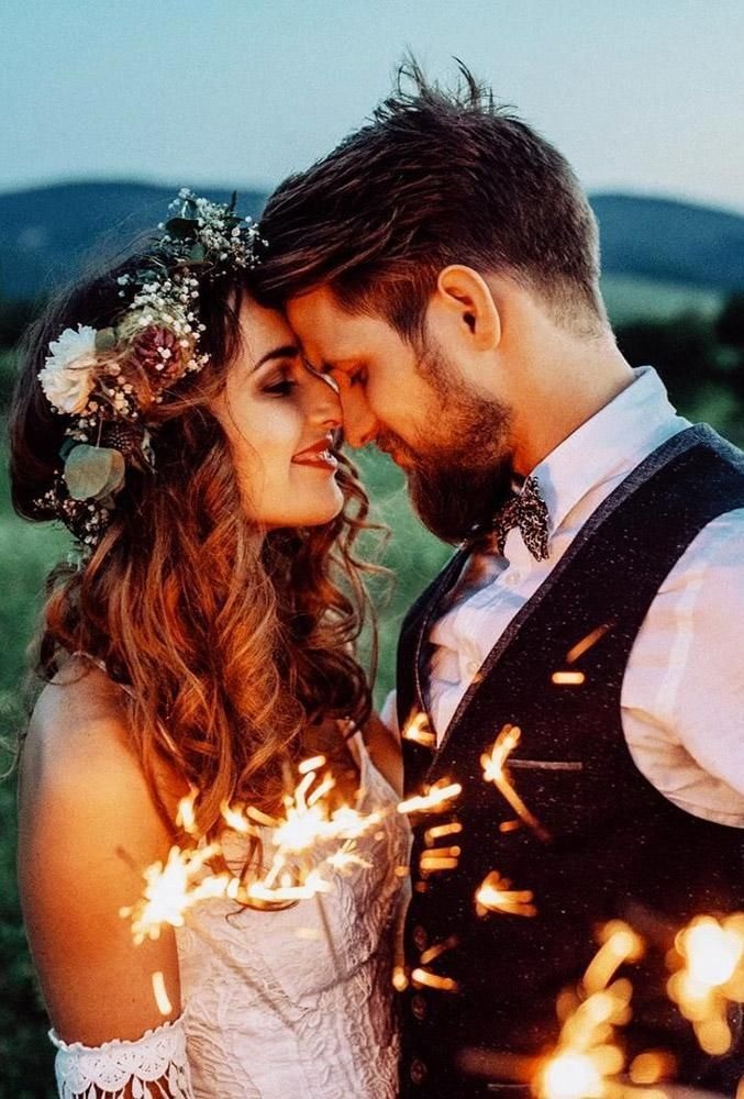 5 Sparkler Photo Ideas & Tips For Your Wedding