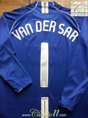 d3e1e217a Relive Edwin Van Der Sar's 2007/2008 European season with this vintage Nike Manchester  United goalkeeper long sleeve football shirt.