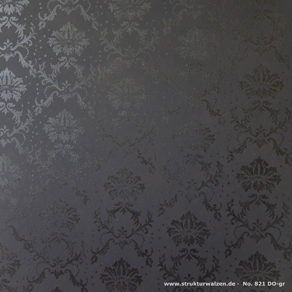 Barockmuster 821 DO-gr aus dem Musterwalzen Leihkatalog mit Lackfarbe (Hochglanzlack) auf schwarzer Wand.  Baroque pattern 821 DO-gr from the renting rolls out of the lending catalog with enamel paint (high gloss lacquer) on a black wall. #schwarzewände
