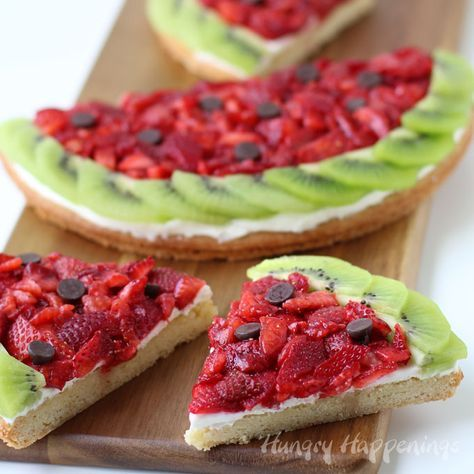 Want a fun summer dessert to serve at a pool party or picnic? This clever Strawberry Kiwi Fruit Pizza Watermelon is sure to WOW! Recipe at HungryHappenings.com