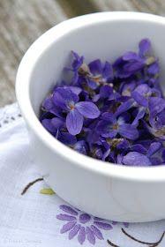 FRÖKEN SKICKLIG [fr'ö:ken ²sj'ik:lig]: How to Preserve Spring Moments: Candied Violets