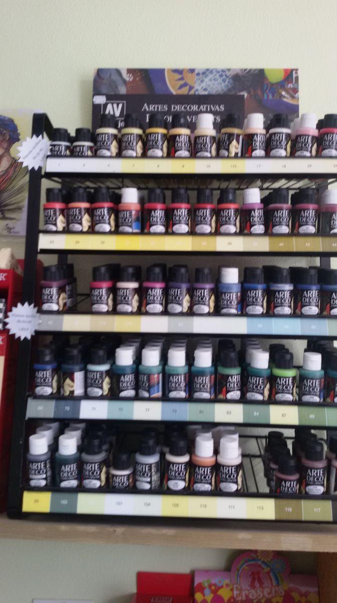Ya en nuestra tienda las pinturas acrílicas, pásate y mira el precio tan increíble que tiene, querrás llevarte unas cuantas.