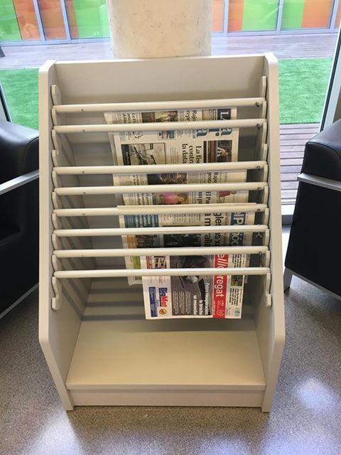 Nova disposició dels diaris al vestíbul de la biblioteca #Esparreguera #quèfemalesbiblios