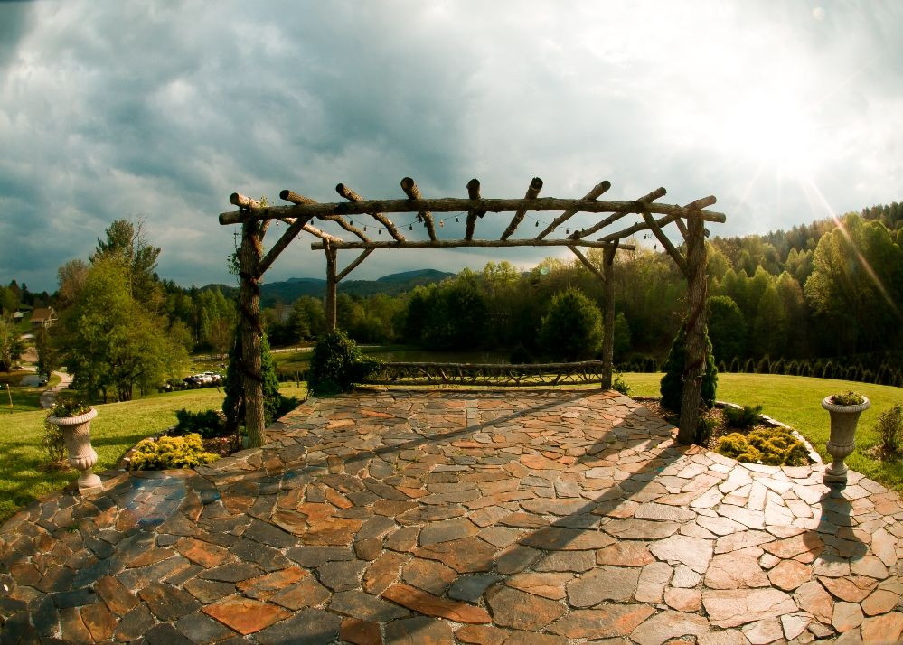 The stunning venue at Sawyer Family Farmstead   Mountain ...