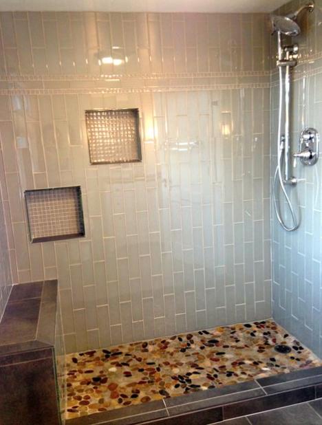 Gl Subway Tile Running Bond Vertical Installation With Mosaic Niches And Border Flat River Rock Shower Floor Verticalrunningbond