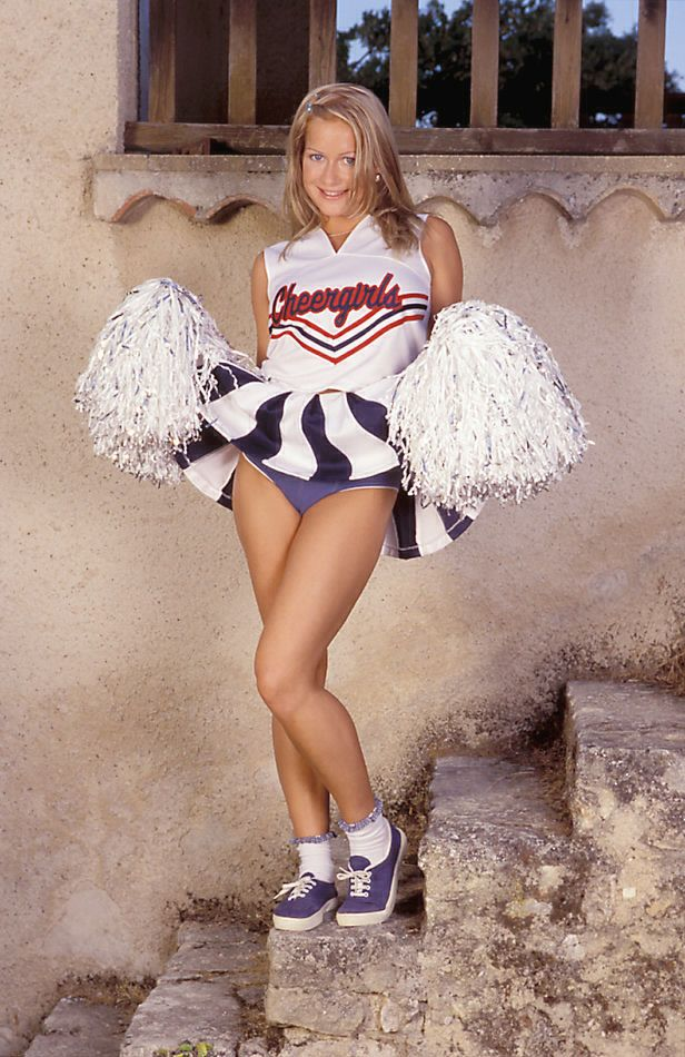 Nude Share Upskirt Happy Cheerleader-pic6114