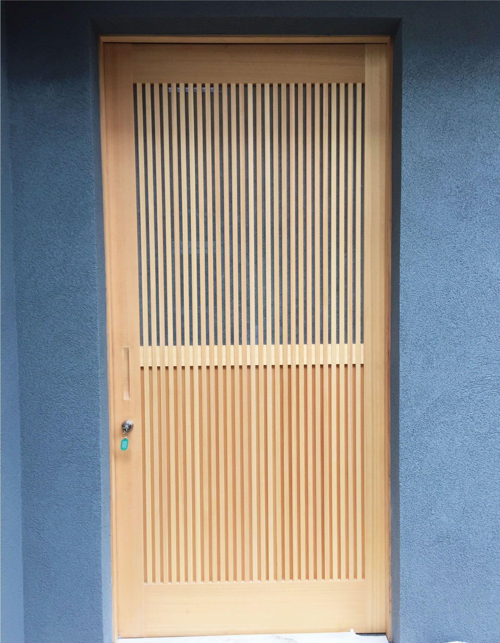 和風の玄関ドアに 和紙調ガラスは 光を優しく通すので 普通のガラスでは出せない雰囲気づくりができますよ オーカベガラス Ookabeglass ガラス Glass デザインガラス Designglass 玄関ドア 和風 ガラス 和紙 ドア