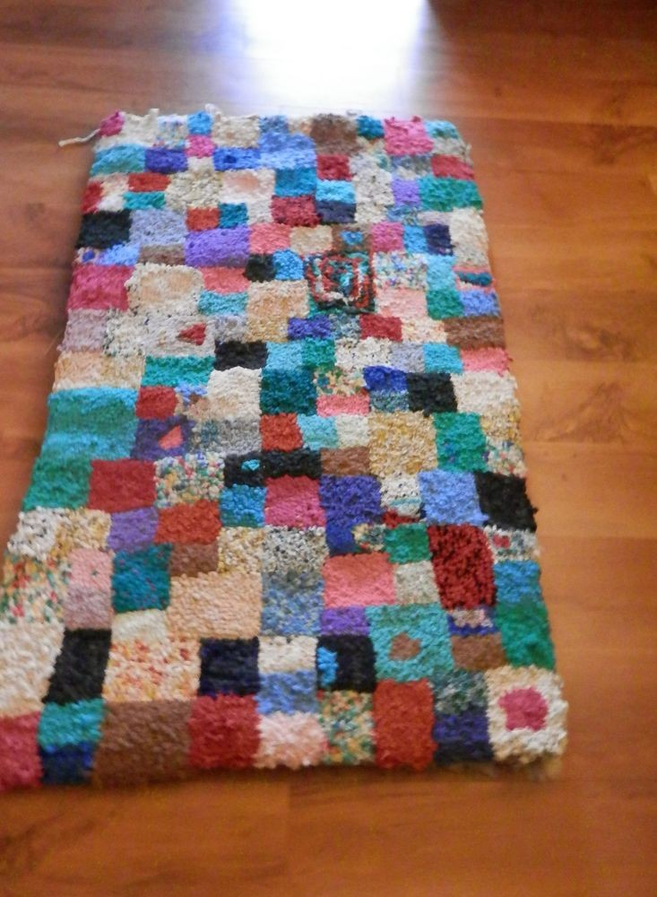 Vintage Shaggy Multi Colour Hand Made Highlands Scotland Rag Rug Wall Hanging In Home