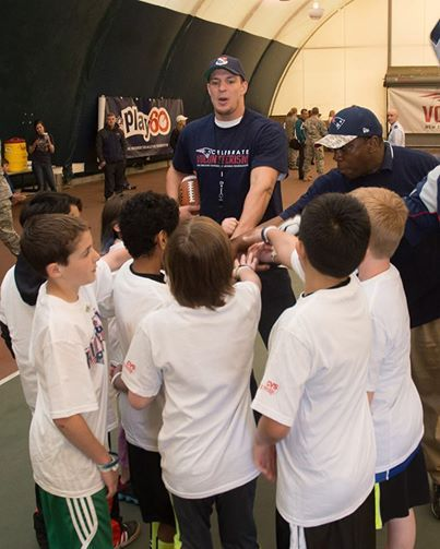 United States Air Force   Past and present players from the New England Patriots hosted a youth football and cheer clinic at Hanscom Air Force Base. Have you ever met someone famous? http://1.usa.gov/1mWJRWS #Football #AirForce