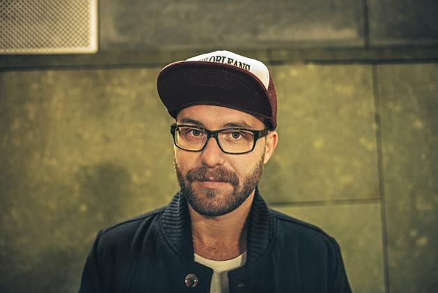 Mark Forster earned a  million dollar salary, leaving the net worth at 0.8 million in 2017