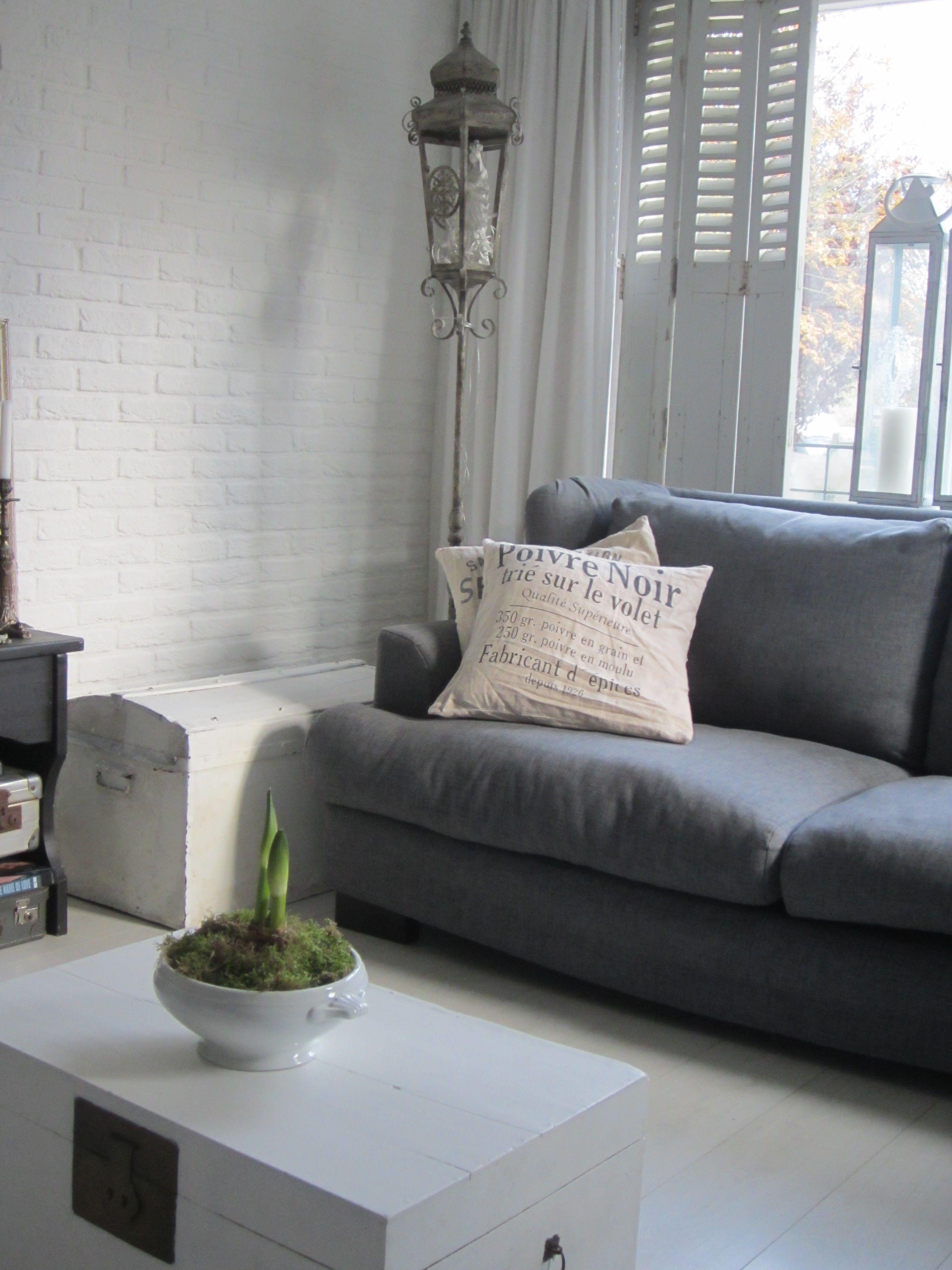 brocante woonkamer met witte boekenkist | Home sweet Home ...