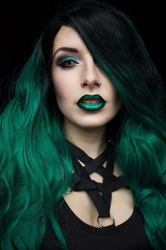 Google+ Cheveux verts, Coiffures gothiques et Maquillage