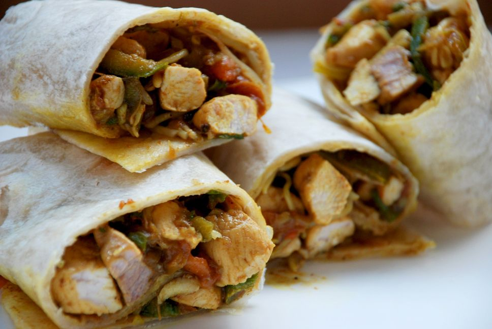 Il pranzo da portare in ufficio wrap con pollo al curry