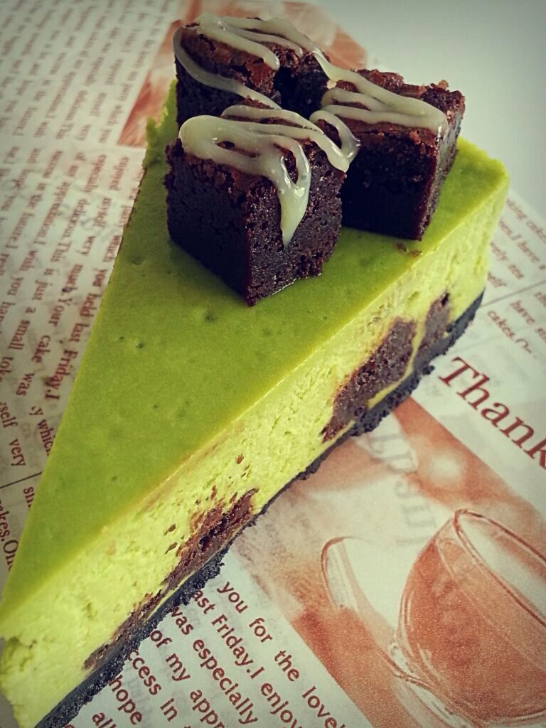 Matcha cheesecake brownie