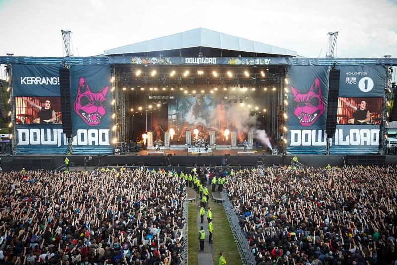 pin by velly bosega on outdoor stages download festival 2015 rh pinterest com